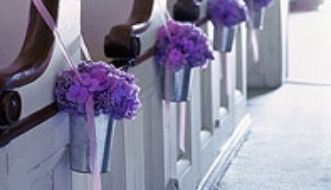 martha+stewart+pew+flowers.JPG