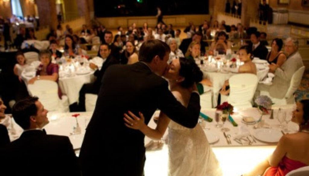 bridegroom+kiss.jpg