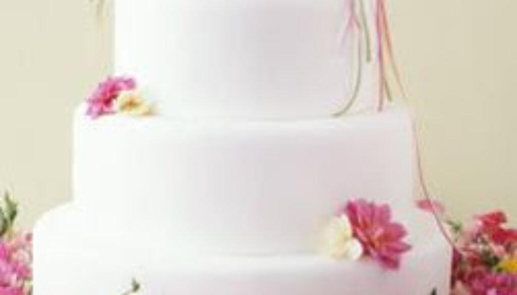 realflowersweddingcake.jpg