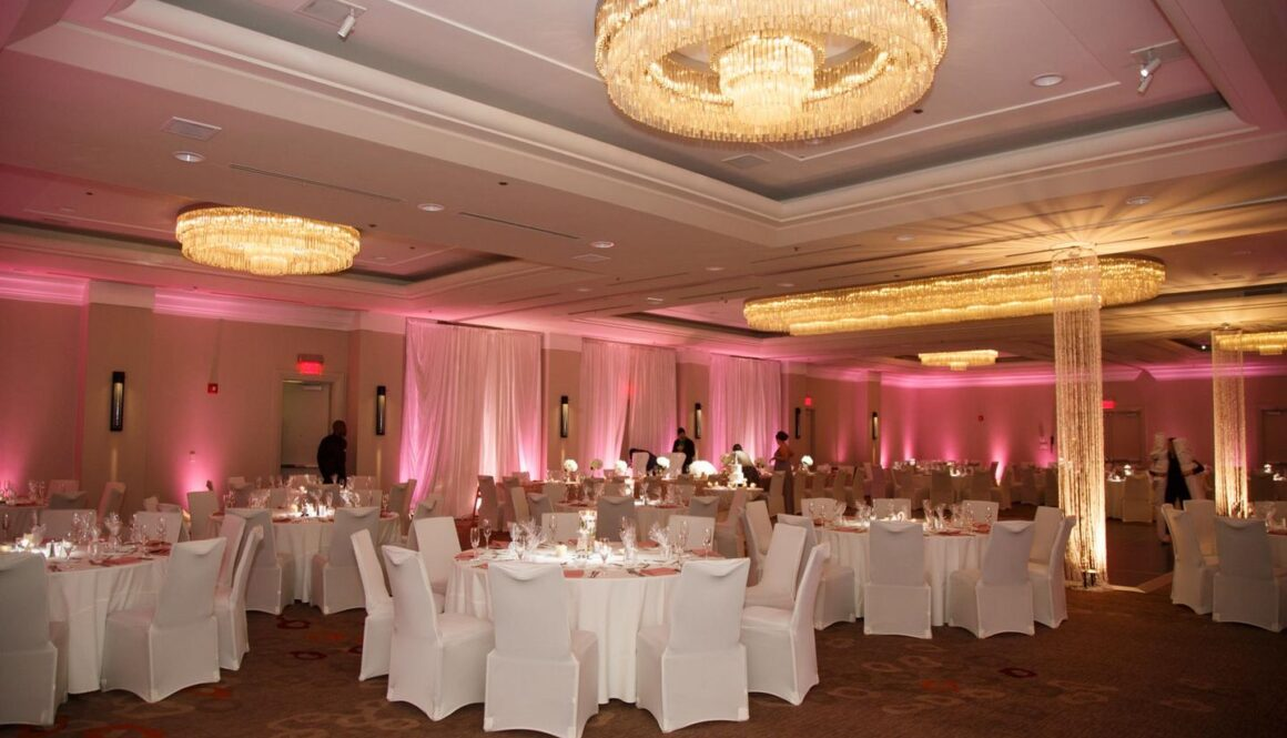 Renaissance Baronette wedding reception